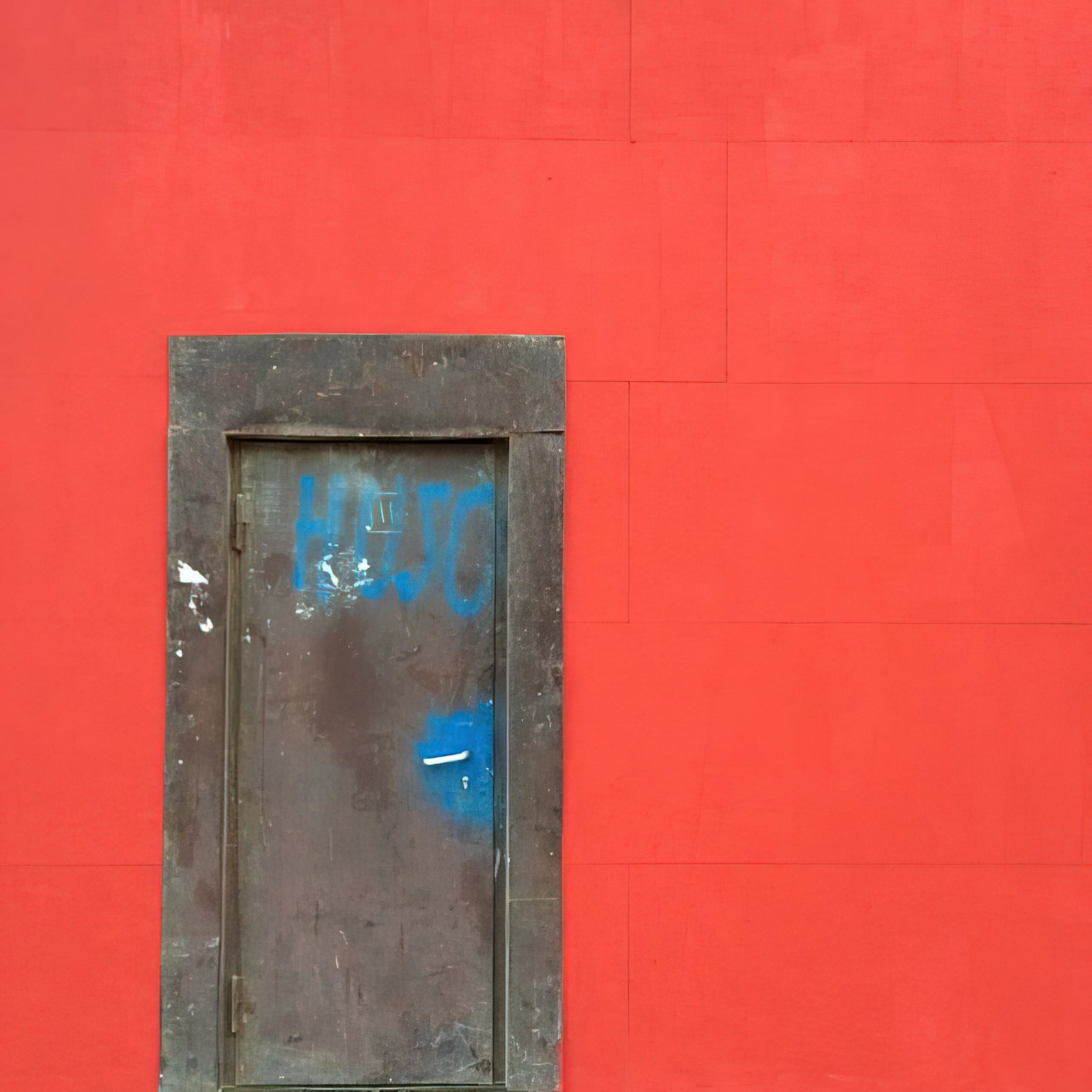 What's behind the red wall? #nofilter