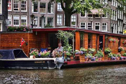 House boat by Scott Joyce
