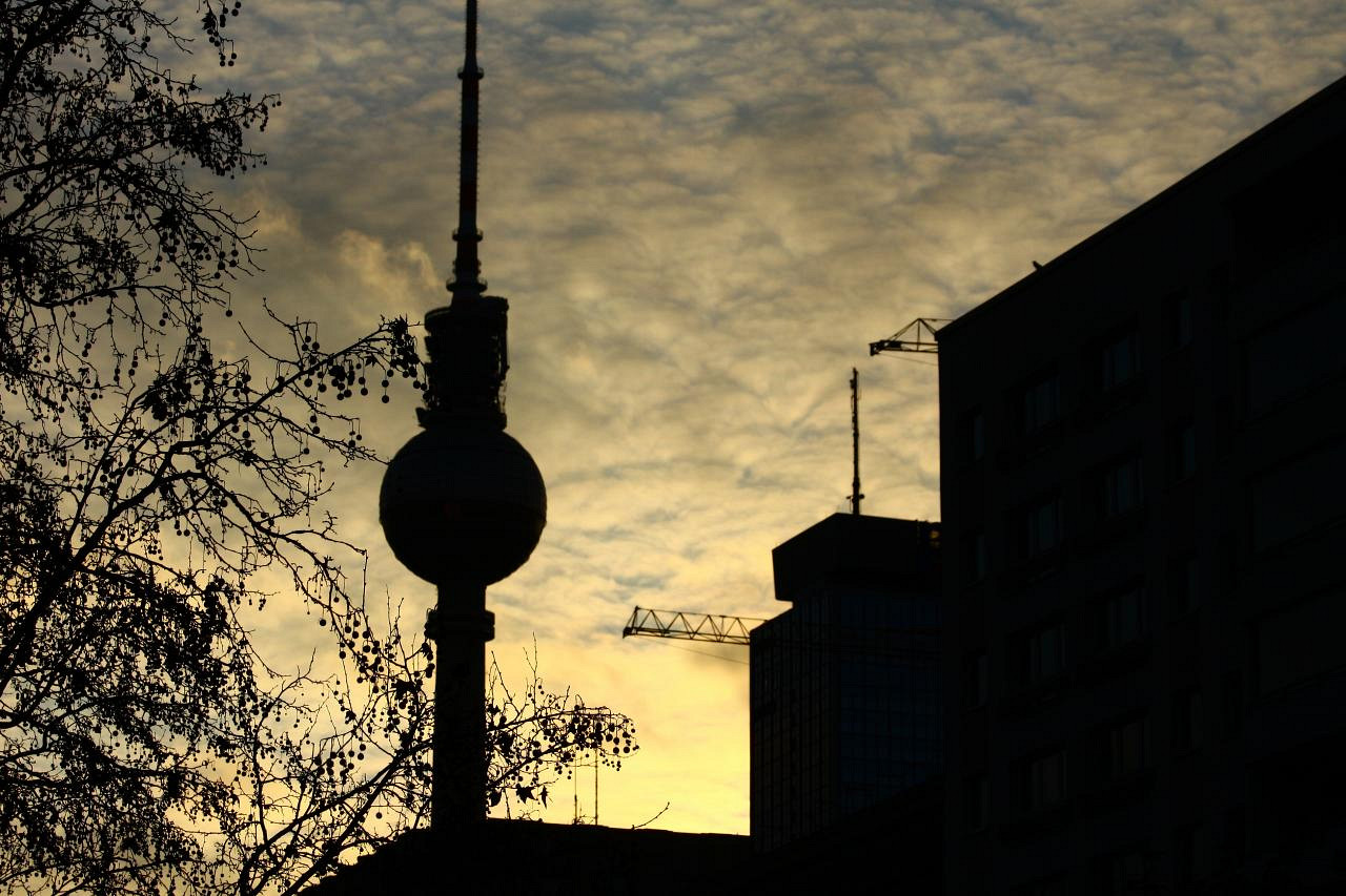 Fernsehturm silhouette