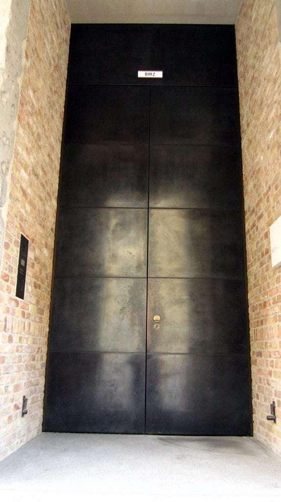 The shiny door