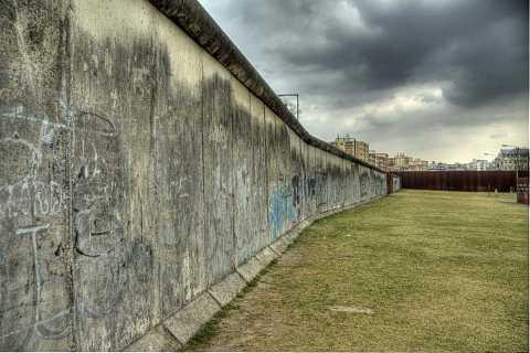 Berlin Mauer by Scott Joyce