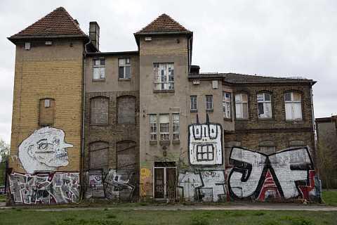 Abandoned house by Scott Joyce