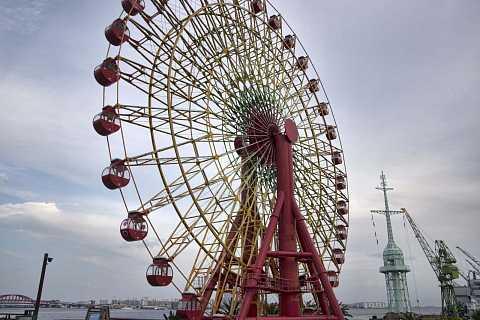 Mosaic Ferris wheel, Kobe. by Scott Joyce