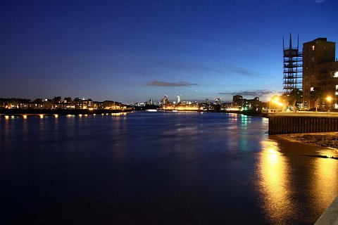Long exposure over the thames by Scott Joyce