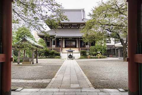 A Tokyo Temple by Scott Joyce