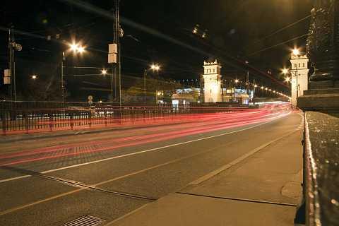 Zooming across the bridge by Scott Joyce