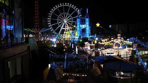 Christmas fair at Alexanderplatz by Scott Joyce