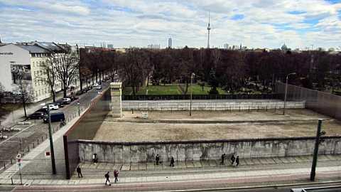 Berliner Mauer by Scott Joyce